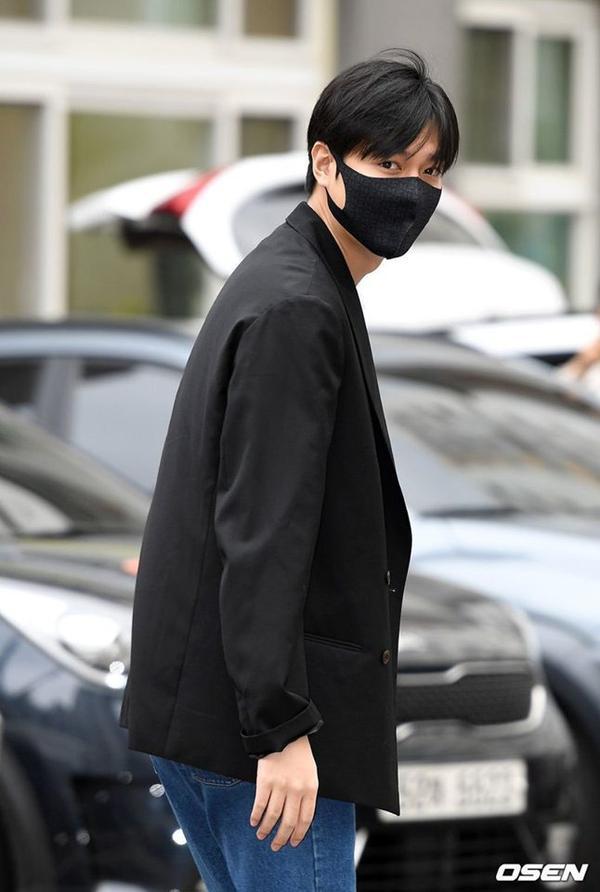 Lee Min Ho đẹp rạng ngời trong ngày xuất ngũ: Kpop tiếp tục bùng cháy với những vai diễn để đời từ anh!