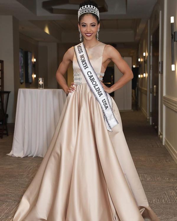 Nhan sắc của Hoa hậu Mỹ mới đăng quang: Dấu chấm hỏi chỉ chờ 'bung lụa'? ảnh 5