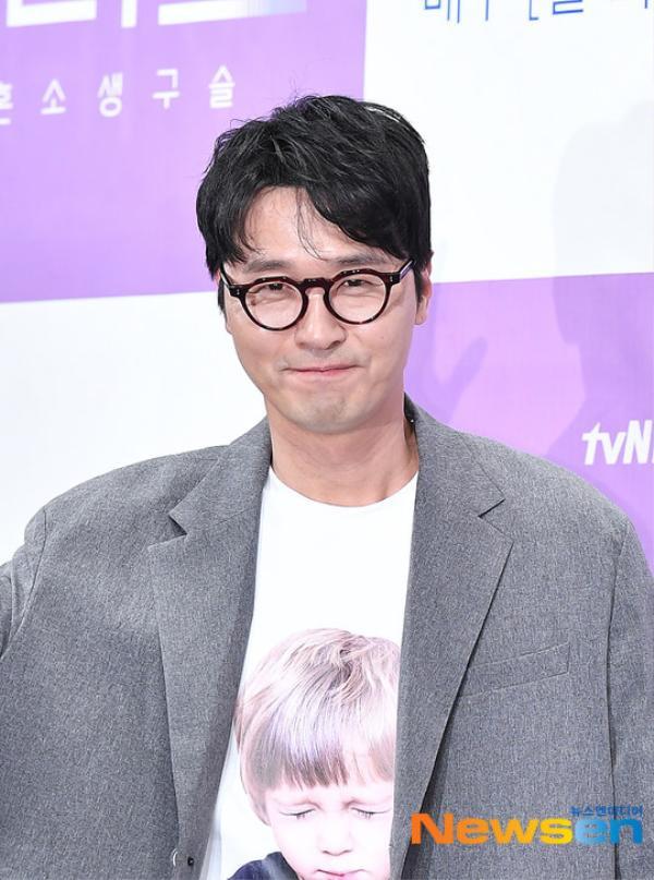 Họp báo Abyss: Park Bo Young lộ dấu hiệu lão hóa, đẹp đôi bên Ahn Hyo Seop ảnh 18