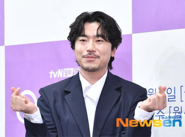 Họp báo Abyss: Park Bo Young lộ dấu hiệu lão hóa, đẹp đôi bên Ahn Hyo Seop ảnh 14