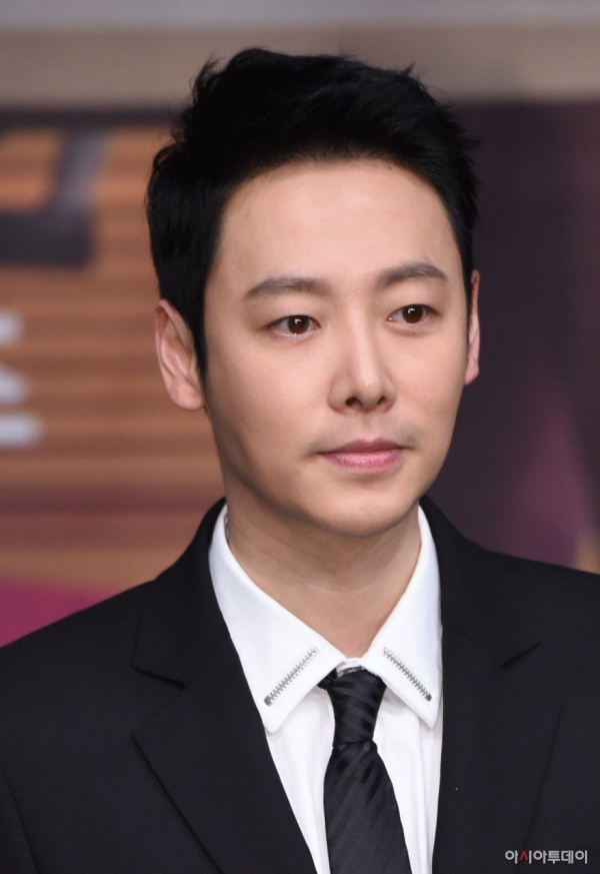 BXH diễn viên-phim tuần 4 tháng 4: Không phải Her Private Life của Park Min Young, cái tên đứng nhất gây nhiều bất ngờ ảnh 15