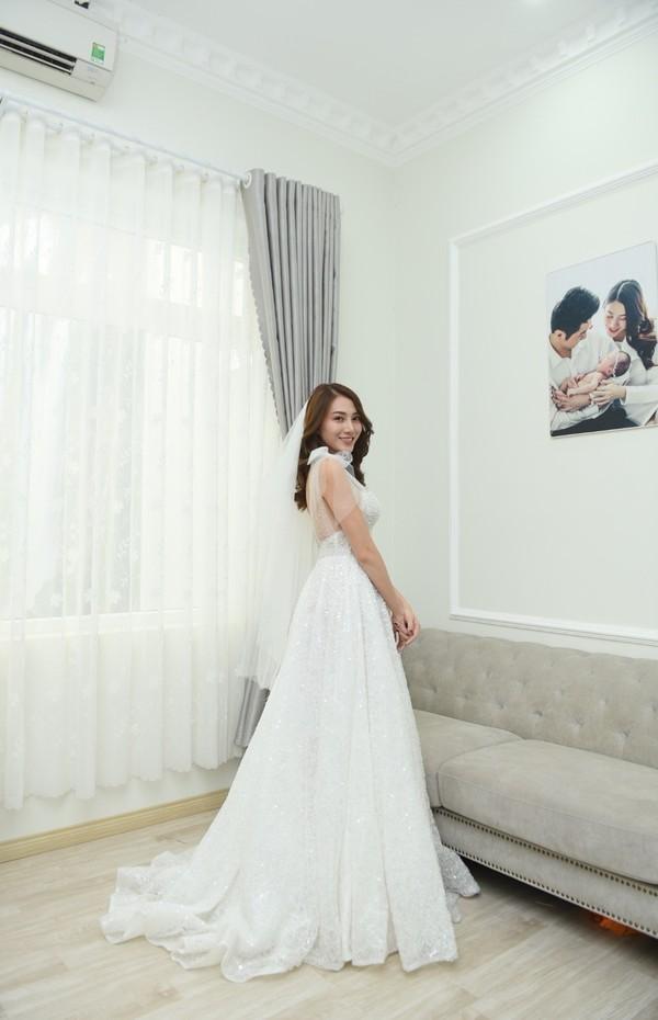 Ngọc Trinh sang chảnh hết nấc, nhưng dẫn đầu top sao đẹp lại là hoa hậu bị đồn sửa nát mặt ảnh 7