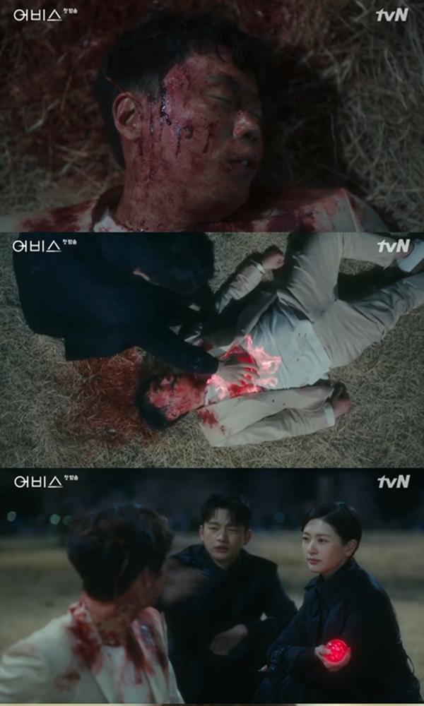 Abyss tập 1: Ahn Hyo Seop  Kim Sarang tương tác ngọt ngào dù cách 17 tuổi, Park Bo Young khóc cạn nước mắt ảnh 2