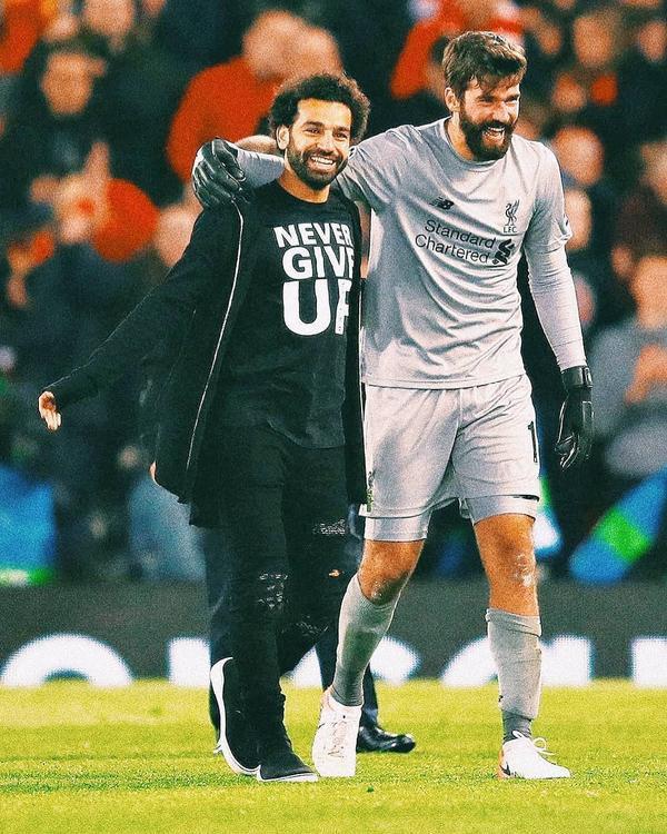 """Liverpool đã chiến đấu như cụm từ """"Never give up"""" (không bao giờ từ bỏ) mà Salah đã nhắn gửi với các đồng đội."""