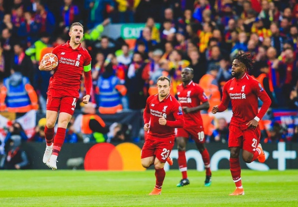 """HLV Jurgen Klopp tuyên bố """"Liverpool không còn cơ hội ngược dòng, nhưng sẽ cống hiến trận đấu đẹp nhất mùa giải năm nay"""". Đội bóng áo đỏ bước vào trận tử chiến với Barcelona bằng tinh thần này, và bầu không khí nghẹt thở tại Anfield đã cộng hưởng đúng lúc để Liverpool có khởi đầu vô cùng ấn tượng."""