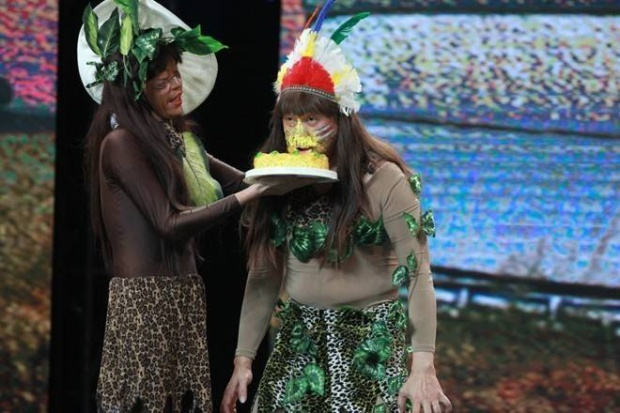 Hoài Linh hóa người rừng bắt nạt gia đình Hội quán tiếu lâm