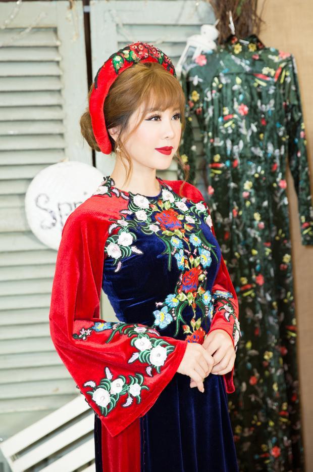 Cô luôn luôn đánh giá cao nét đẹp của tà áo dài truyền thống và nét đẹp của người phụ nữ Việt Nam, đặc biệt trong dịp tết đến xuân về.