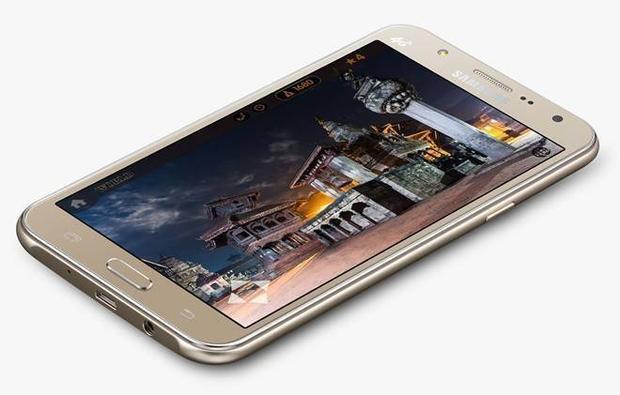 Samsung bán 2 điện thoại selfie với đèn flash tại Việt Nam