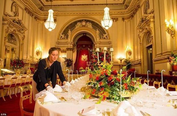 Quy trình chuẩn bị yến tiệc thịnh soạn tại Hoàng gia Anh