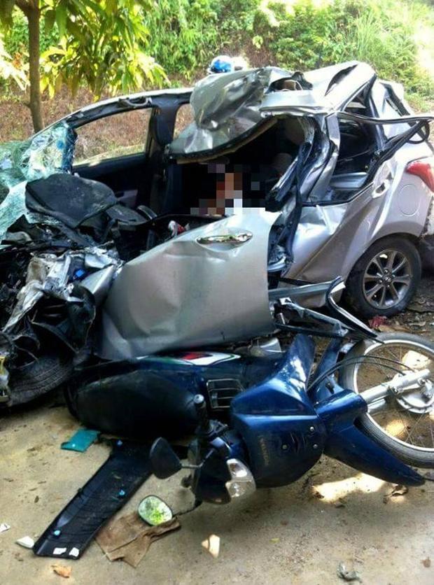 Bị xe tải đâm, tài xế tử vong, vợ và con nhập viện