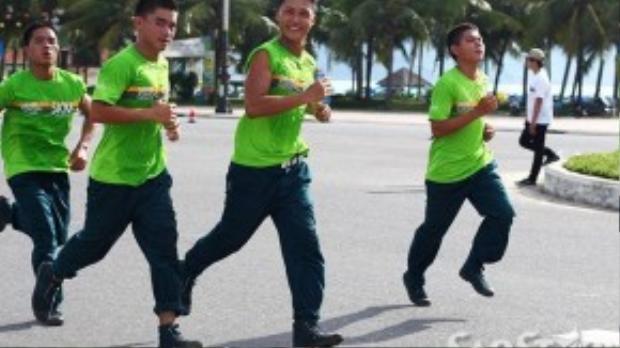 Cự ly 5km thu hút hkhoảng 3.400 VĐV trong nước, từ các bạn trẻ đến lớp trung niên, người cao tuổi.