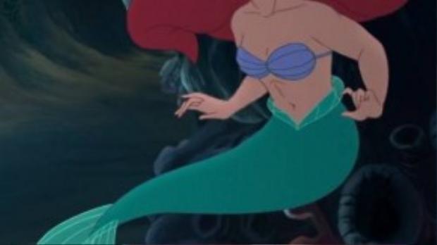 Khi qua bàn tay của The Nameless Doll, Ariel trông lực lưỡng hơn hẳn. Có lẽ do bơi nhiều quá?
