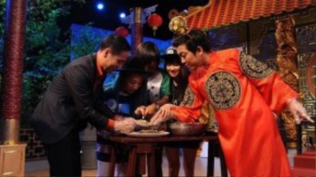 Đội chơi thích thú với vòng thi Thức ăn từ ghẹ xanh.