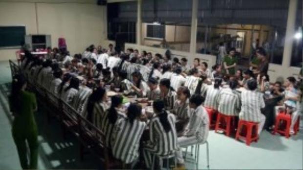 Tối 30/8, lãnh đạo trại giam Thủ Đức (huyện Hàm Tân, tỉnh Bình Thuận) tổ chức liên hoan thân mật giữa những trại viên được đặc xá năm 2015 với những phạm nhân còn phải ở lại để cải tạo. Cả nước có hơn 18.000 người được hưởng đặc xá, riêng trại giam Thủ Đức có 851 người. Đây là con số lớn nhất trong các trại trên toàn quốc.