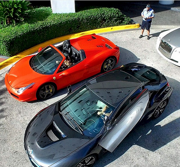 'Vua Instagram' Dan Bilzerian giàu lên nhờ vào tiền bẩn của cha mình?