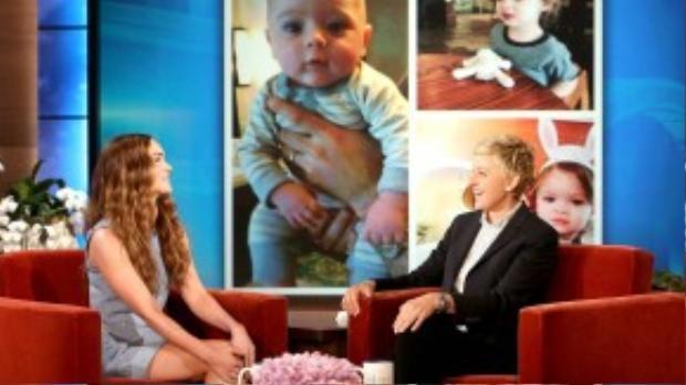 Megan Fox khoe ảnh hai cậu con trai trong talkshow Ellen.