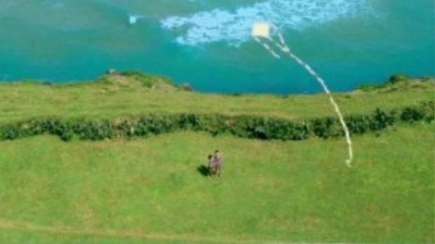 Màu xanh xuất hiện trong bất cứ hình ảnh nào được cắt ra từ trailer phim.
