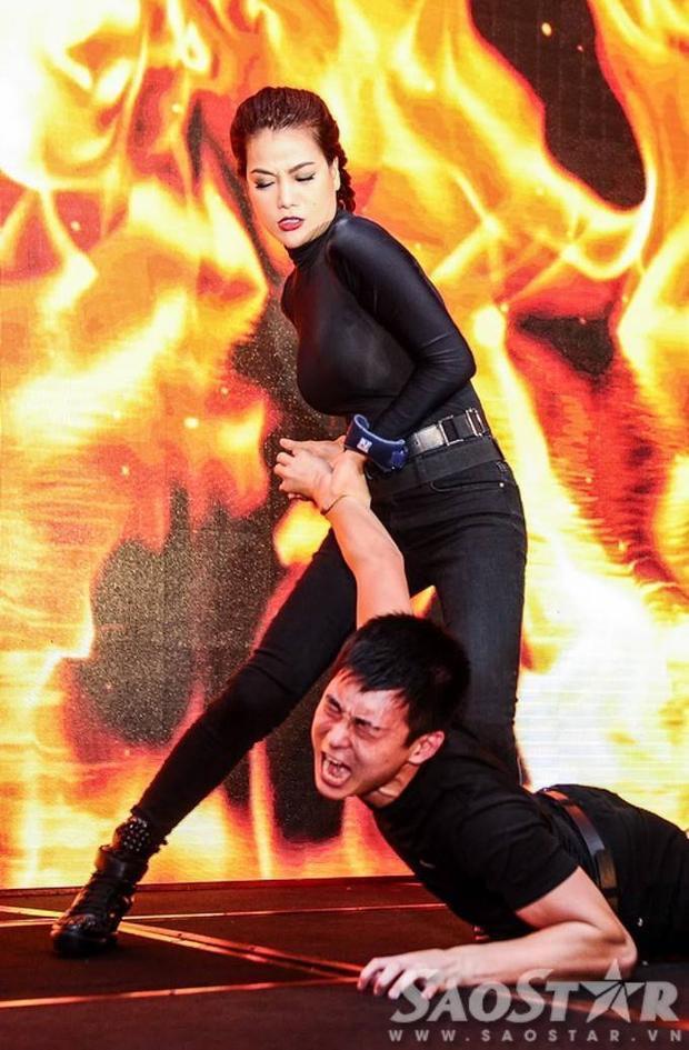 Trương Ngọc Ánh đánh đấm tưng bừng trên sân khấu cùng dàn trai đẹp