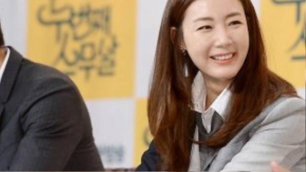 Nụ cười và khuôn mặt của Choi Ji Woo không còn tự nhiên như những ngày thanh xuân dù cô vẫn được mời đóng những vai nữ chính nổi bật. Second Twenty sẽ lên sóng từ ngày 29/8.