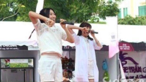 Nhóm nhạc nữ Nhật Bản Prizmm, với các điệu nhảy sôi động, trẻ trung.