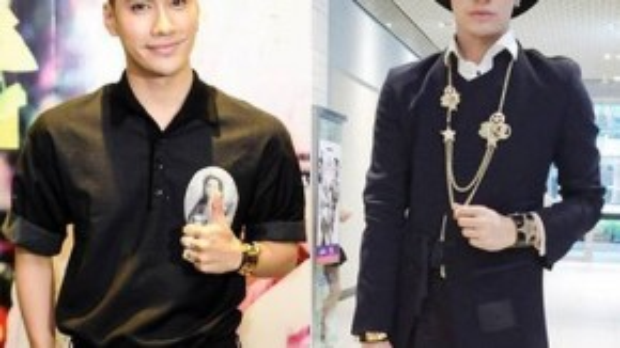 Những item vàng như dây chuyền, vòng tay, đồng hồ được Lý Quý Khánh kết hợp ăn ý với trang phục, đặc biệt trên gam màu đen, không tạo cảm giác phô diễn quá đà.