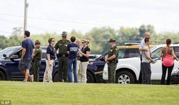 Nam sinh 14 tuổi dùng súng bắt cả lớp làm con tin tại trường trung học Mỹ