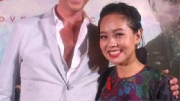 Nhà sản xuất Mark Walton không ngớt lời khen ngợi Hoàng Quyên sau khi nghe cô hát.