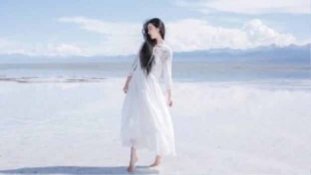 Vẻ đẹp của Zhang được các nhà thiết kế thời trang yêu thích. Cô là khách mời của nhiều show diễn thời trang quốc tế.