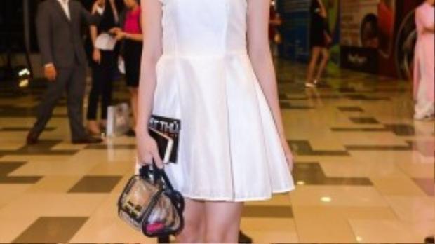 Hồng Loan sinh năm 1994, hiện đang sống tại TP. HCM. Cô nàng vừa tốt nghiệp trường Cao đẳng Văn hóa Nghệ thuật TP. HCM, chuyên ngành diễn viên.