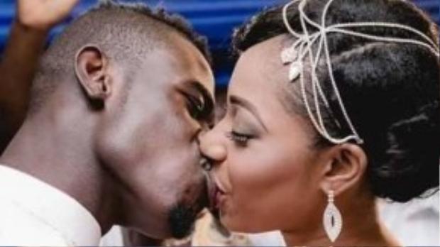 Vợ chồng Afriyie Acquah ngọt ngào tình cảm