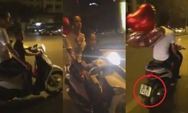 Bé trai lái Liberty chở cha trên đường phố Hà Nội