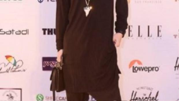 Kelbin Lei trở lại với phong cách đen giản dị sau một thời gian vắng bóng tại các thảm đỏ.