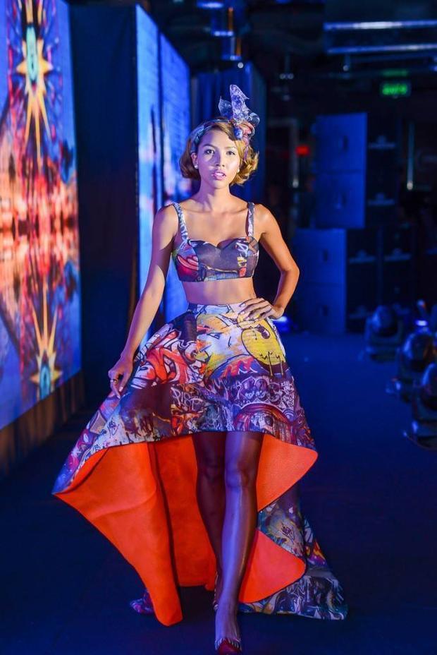 Minh Triệu sexy trong bộ sưu tập mới của Lê Thanh Hòa