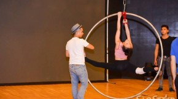 Trong thời gian luyện tập, Vy Khanh đã khiến mọi người vô cùng lo lắng khi cô bé không thể điều khiên được chiếc vòng.