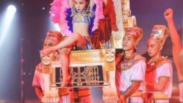 Nữ hoàng Ai Cập nhí Minh Châu.