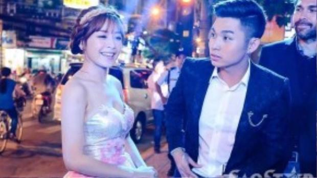 Chi Pu xinh xắn như công chúa, trong khi Jun lại lịch lãm như hoàng tử bé.