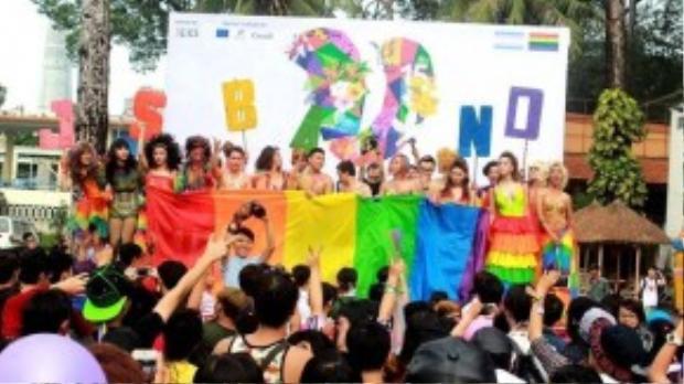 Việt Pride thật sự là một lễ hội có bổ ích và mang nhiều ý nghĩa đối với cộng đồng LGBT Việt Nam. ( Ành: Toàn Nguyễn)