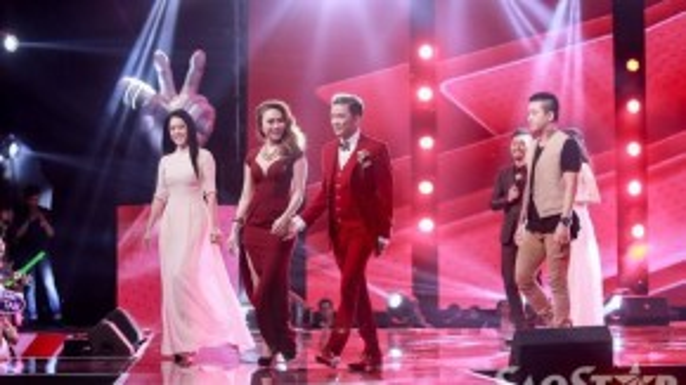 Bộ tứ giám khảo hào hứng với đêm thi của cả 4 đội hứa hẹn gay cấn, hồi hộp.