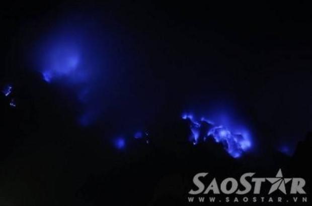 Cảnh tượng thiên đàng địa ngục núi lửa Ijen  Indonesia