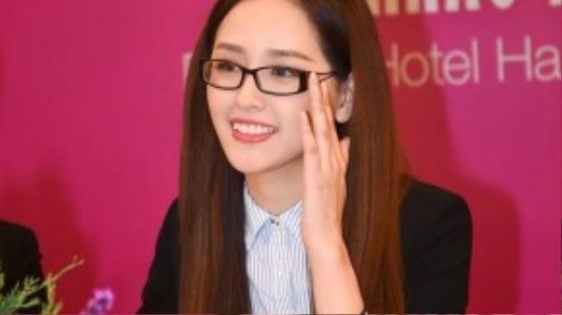Sáng sớm ngày 22/8, hoa hậu Mai Phương Thuý xuất hiện xinh đẹp tại địa điểm thi sơ tuyển của Hoa hậu Hoàn vũ Việt Nam 2015.