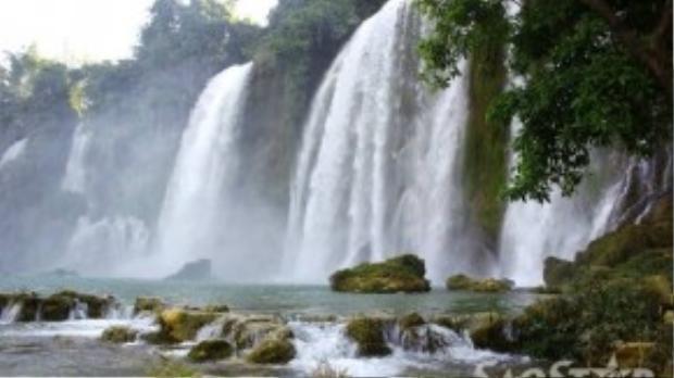 Tháng 8 được xem là thời điểm đẹp nhất trong năm của thác Bản Giốc khi lưu lượng nước từ sông Quây Sơn đổ về lớn nhất.