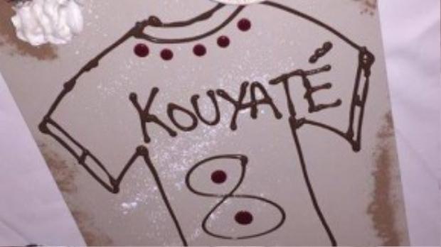 Trên trang cá nhân của mình, Fanny còn trang trí bữa ăn thành chiếc áo thi đấu của bồ mới