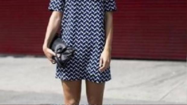 Đầm suông họa tiết là xu hướng mới của giới công sở năm nay.
