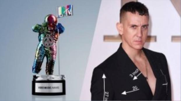 Bức tượng Moonman của VMA 2015.