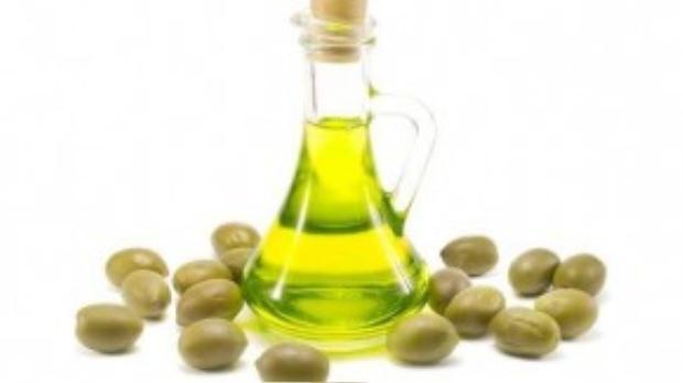 Dầu Olive là thần dược dưỡng ẩm cho làn da.