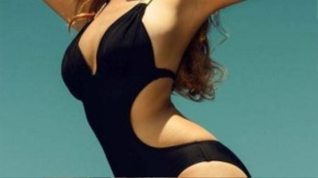 Ái Phương nóng bỏng khoe 3 vòng trong bộ ảnh bikini mới nhất.