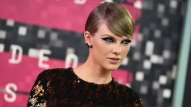 Taylor Swift lột xác hoàn toàn với phong cách pop.
