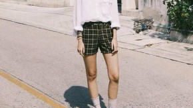 Hầu hết các hot girl Thái Lan đều chuộng sắc trắng với những món đồ cơ bản, vừa làm tôn lên nước da, vừa tạo nên phong cách sành điệu thời thượng