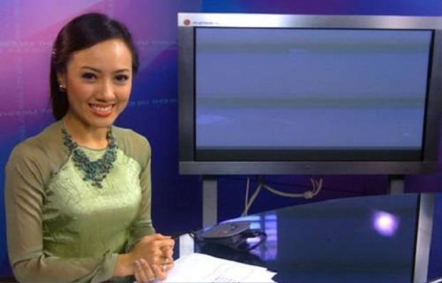 Ngắm các nữ biên tập viên VTV duyên dáng trong bộ Quốc phục