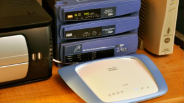 Không nên đặt bộ phát Wi-Fi ở quanh nhiều thiết bị điện tử.